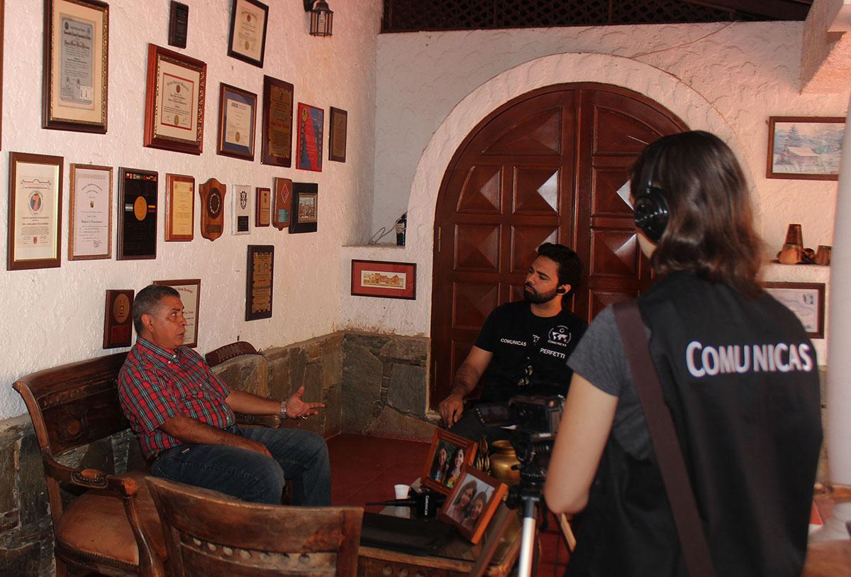 La entrevista también fue grabada en un video que será publicado por Comunicas | Fotografía: CRISTINA EDUARDO